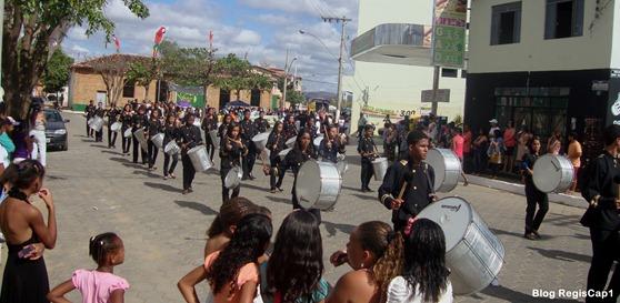 Fanfarra Lau Soyer participa de desfile em comemoração aos 142 de Araçuaí  - Foto: Reginaldo Rodrigues - Blog RegisCap1