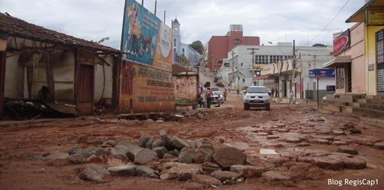 Ruas do centro de Capelinha ficam cheias de entulho, pedras e lama - Foto Reginaldo Rodrigues Blog RegisCap1