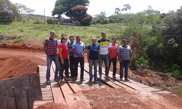 Autoridades na inauguração da Ponte - Foto Prefeitura Municipal de Capelinha