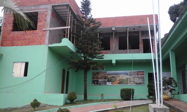 Prédio da Prefeitura Municipal de Capelinha passa por obras de Ampliação