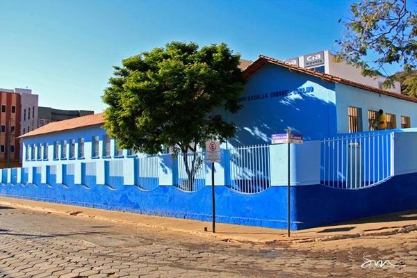 Aspectos urbanos - Construção antiga - Escola Cel. Coelho - Foto Sérgio Mourão