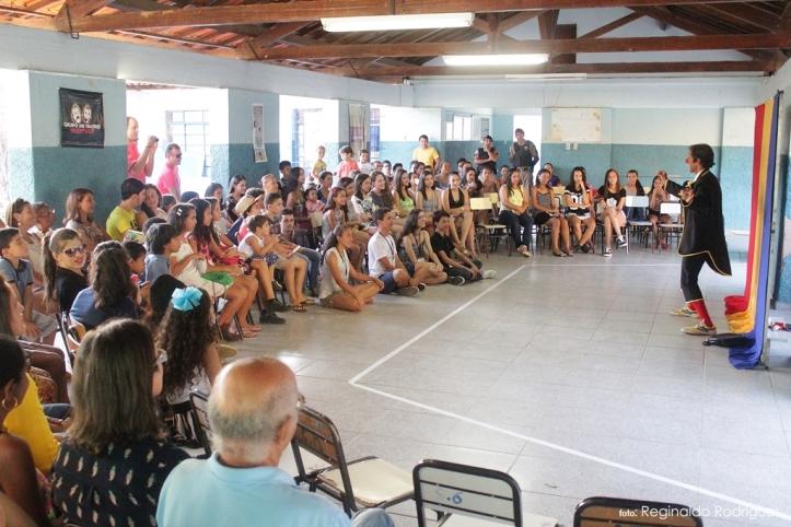 """Água Boa MG - Teatro Todo Dia 2016 - Espetáculo """"Sem Fonia Musical"""""""