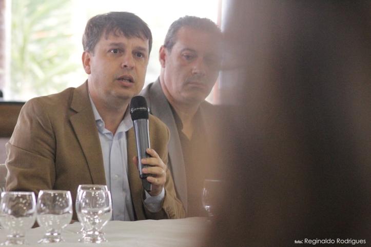 reitor da Universidade o Professor Gilciano Saraiva